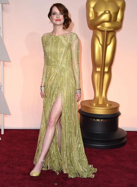 ايما ستون في فستان اخضر من تصميم ايلي صعب
