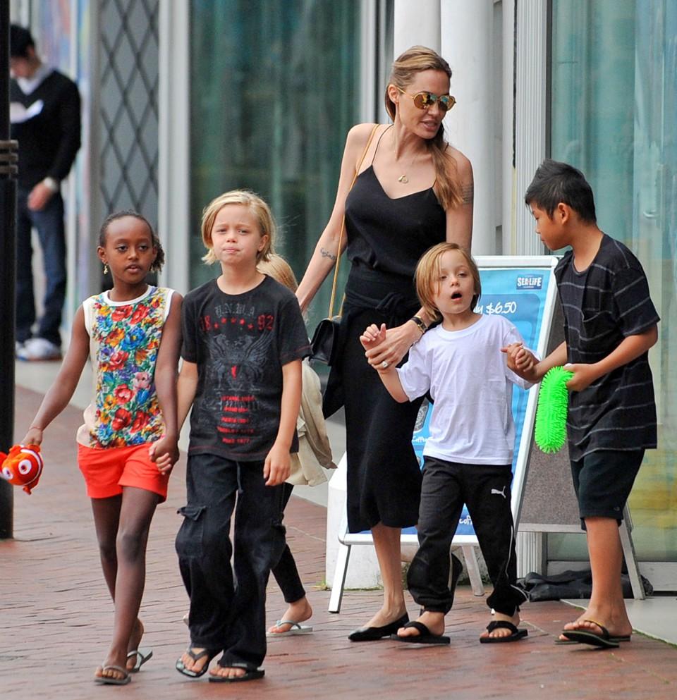 أنجلينا جولي تقضي رأس السنة لأول مرة مع أطفالها بدون براد