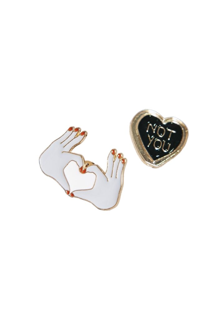resized_namshi-2-pack-badge-pins-aed39