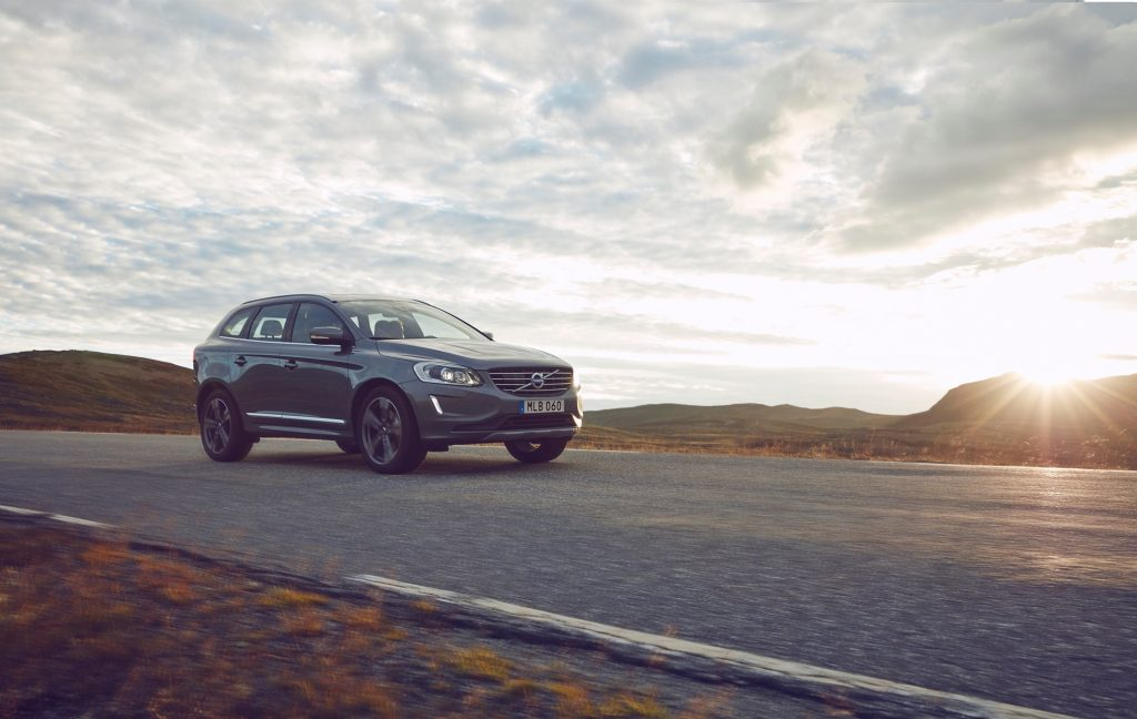 Volvo XC60 front 3/4 driving