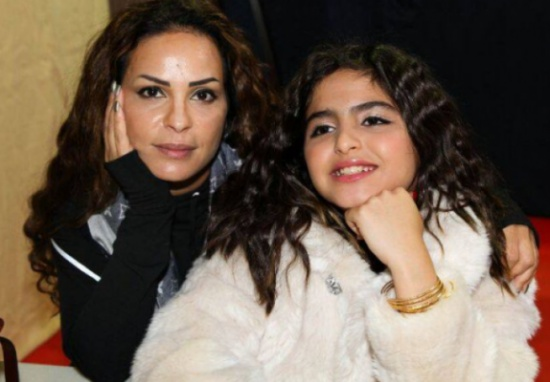 حلا الترك مع والدتها2