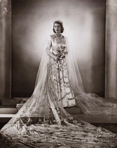 فستان زفاف الملكة اليزابيث