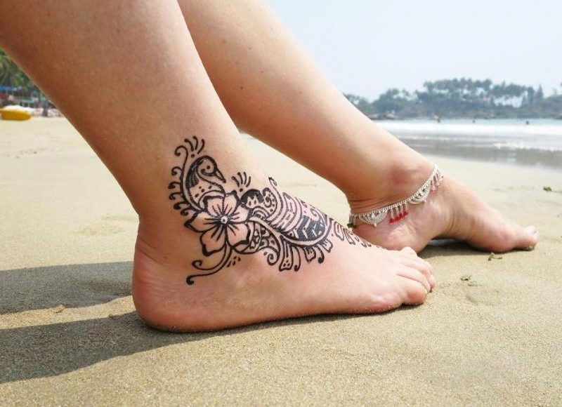 نقش حناء رائع وناعم للأرجل