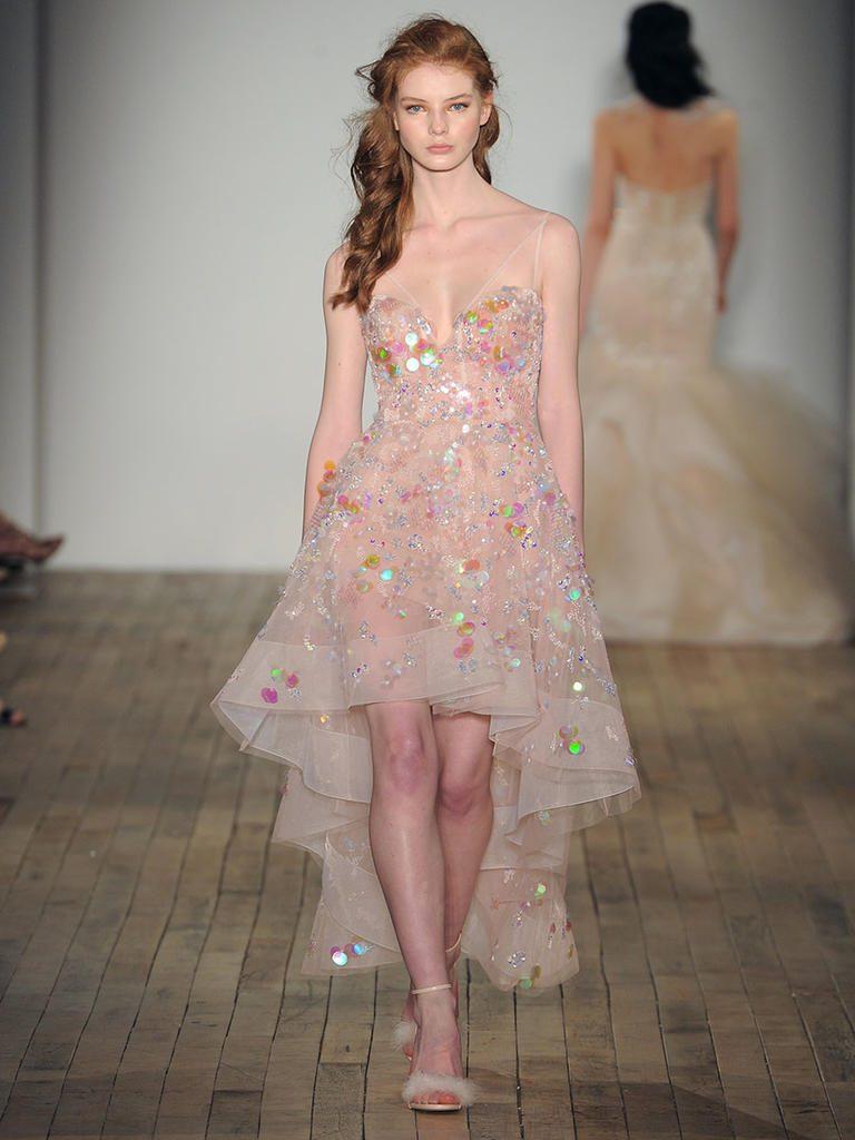 425cd4ce0b7d4 فساتين الزفاف الملونة أحدث صيحات الموضة في فساتين الاعراس