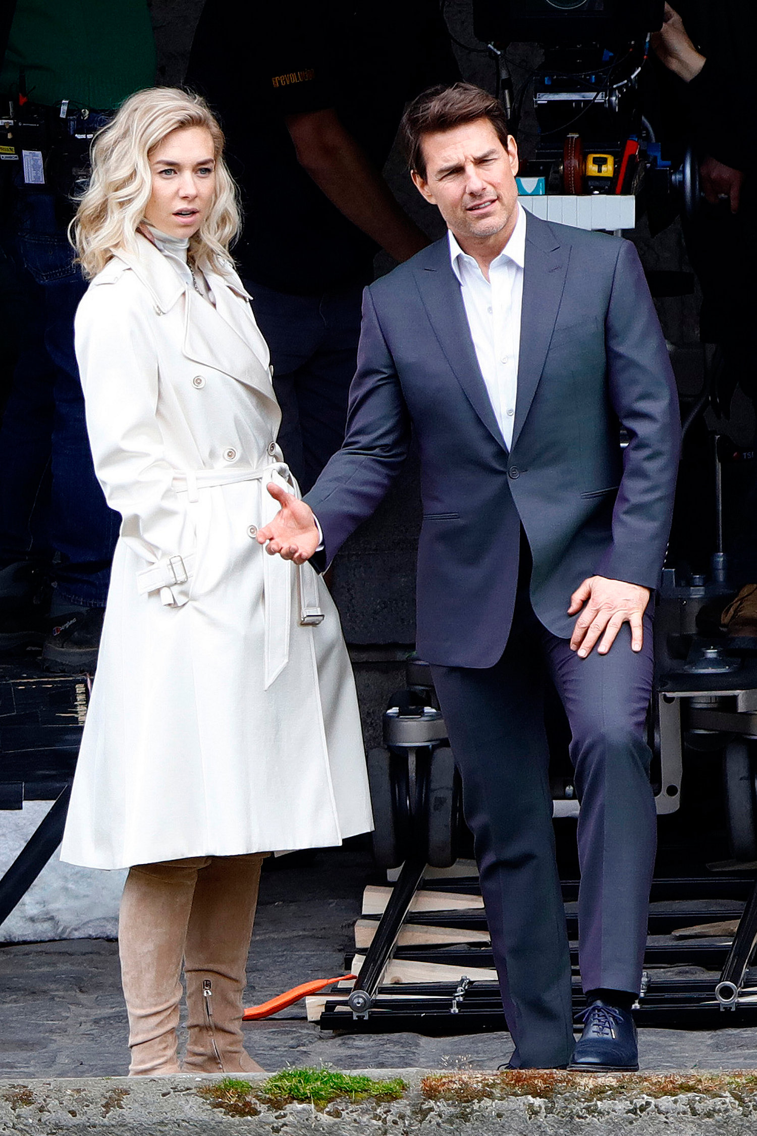 Tom Cruise Kiss Vanessa Kirby During A ...
