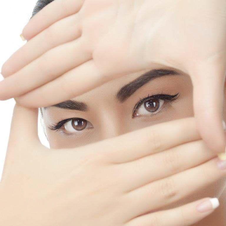 طريقة توسيع العين بخطوات بسيطة بالمكياج