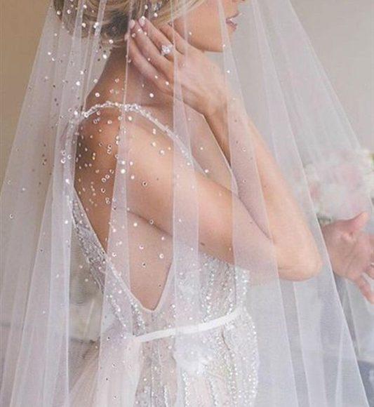 طرحة الزفاف الشفافة مع التطرير
