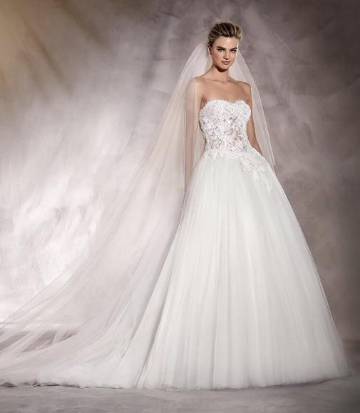 التنورة المنفوشة مع طرحة الزفاف