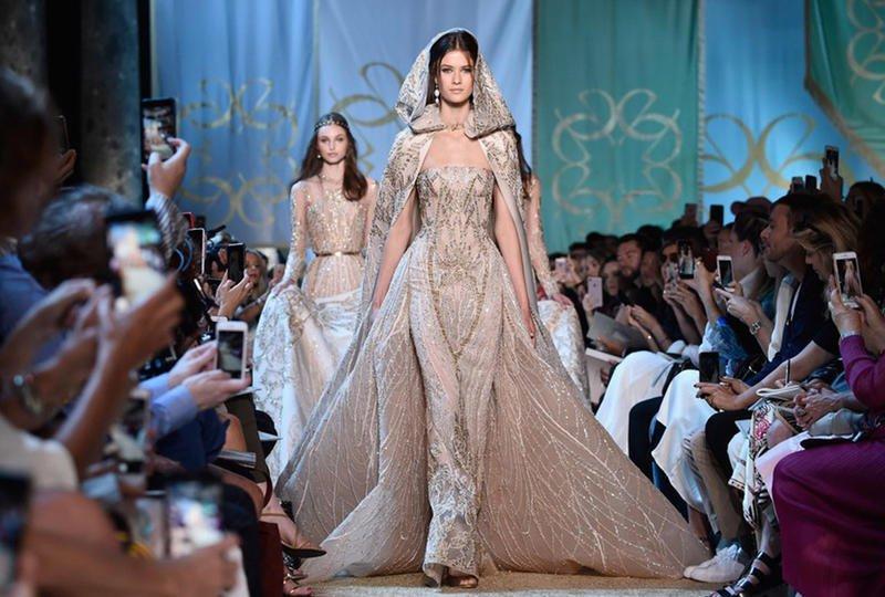 شكل مبتكر لطرحة الزفاف في أحدث عروض الموضة بباريس