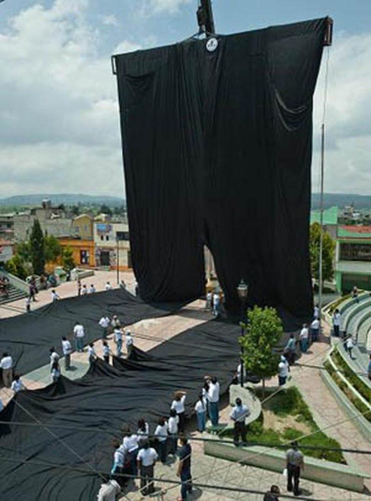 اضخم-عرض-ازياء-في-العالم-بطول-شارع-الحب- (2)