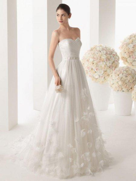c99ae8201 ... فساتين الزفاف