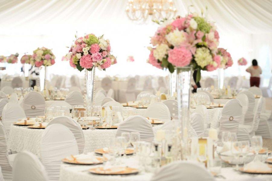 افكار-لتزيين-قاعات-حفلات-الزفاف-بالوررود- (18)
