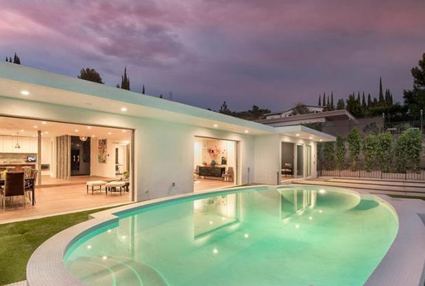 حمام سباحة منزل كامرون
