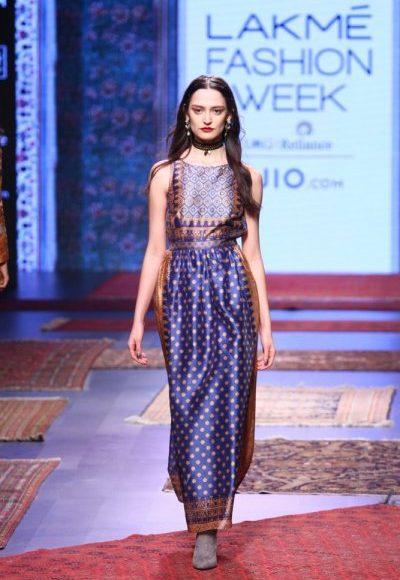 ملابس هندية بسيطة