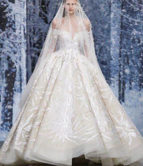 فستان الزفاف المنفوش مع الطرحة تصل للاكواع