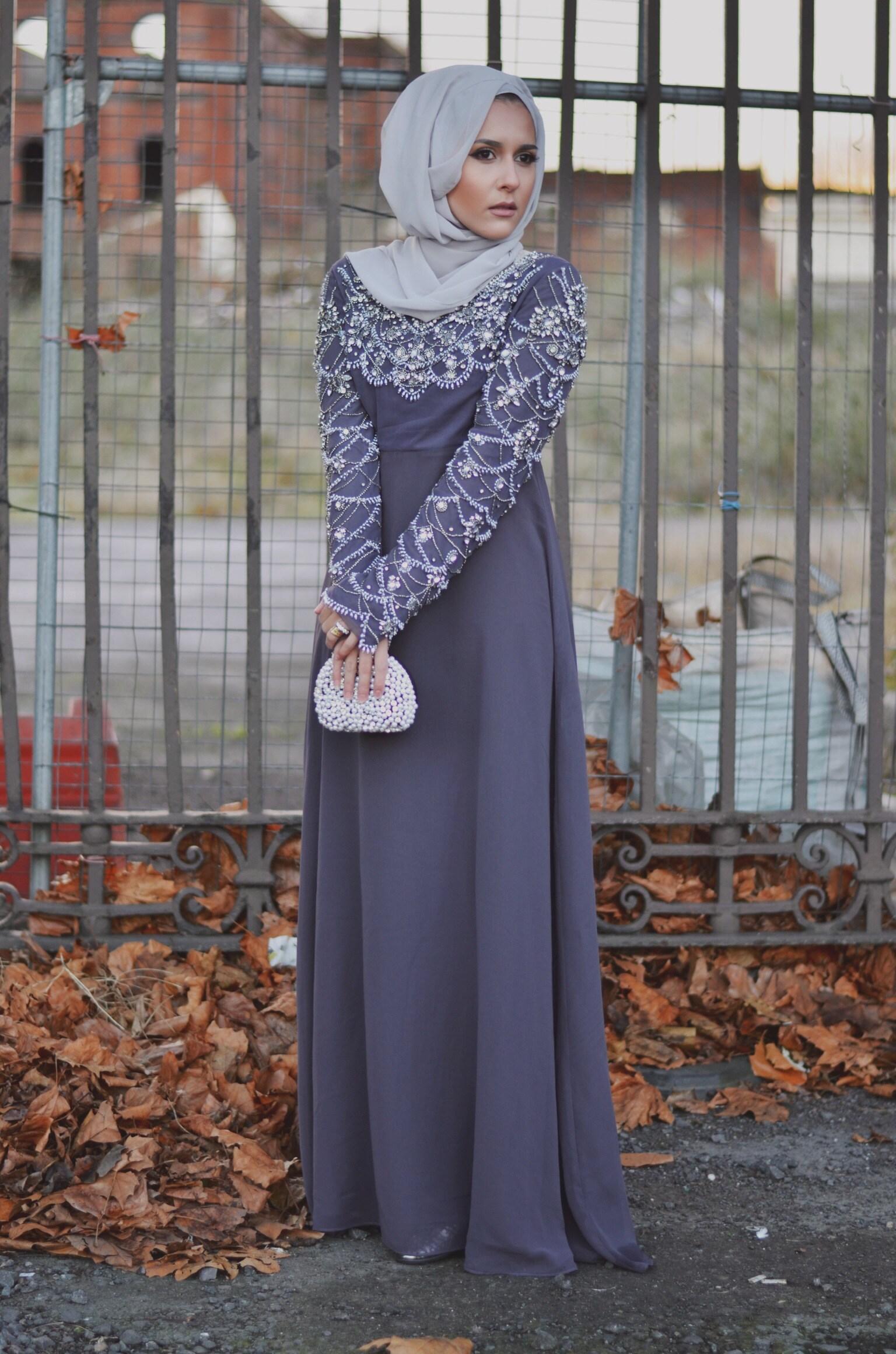f3d8d0fcfe84d ... باللون الرمادي يظهر فستان المحجبات التركي ...