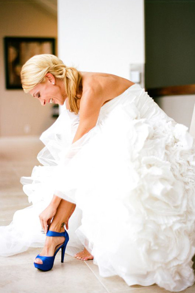 054234e42 احدث موديلات أحذية ملونة لاطلالة جريئة للعروس | الراقية