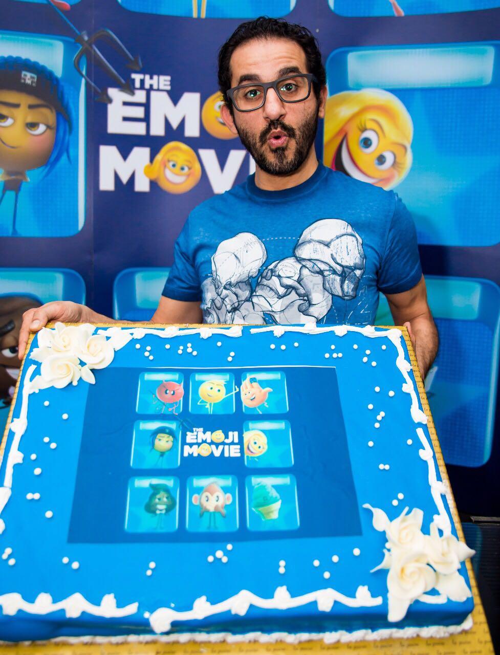 احمد حلمي يحتفل بفيلم الايموجيز