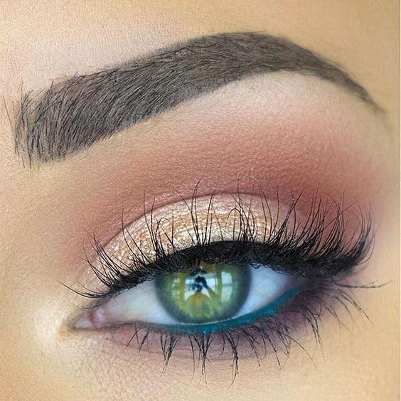 مكياج عيون خضراء اللون