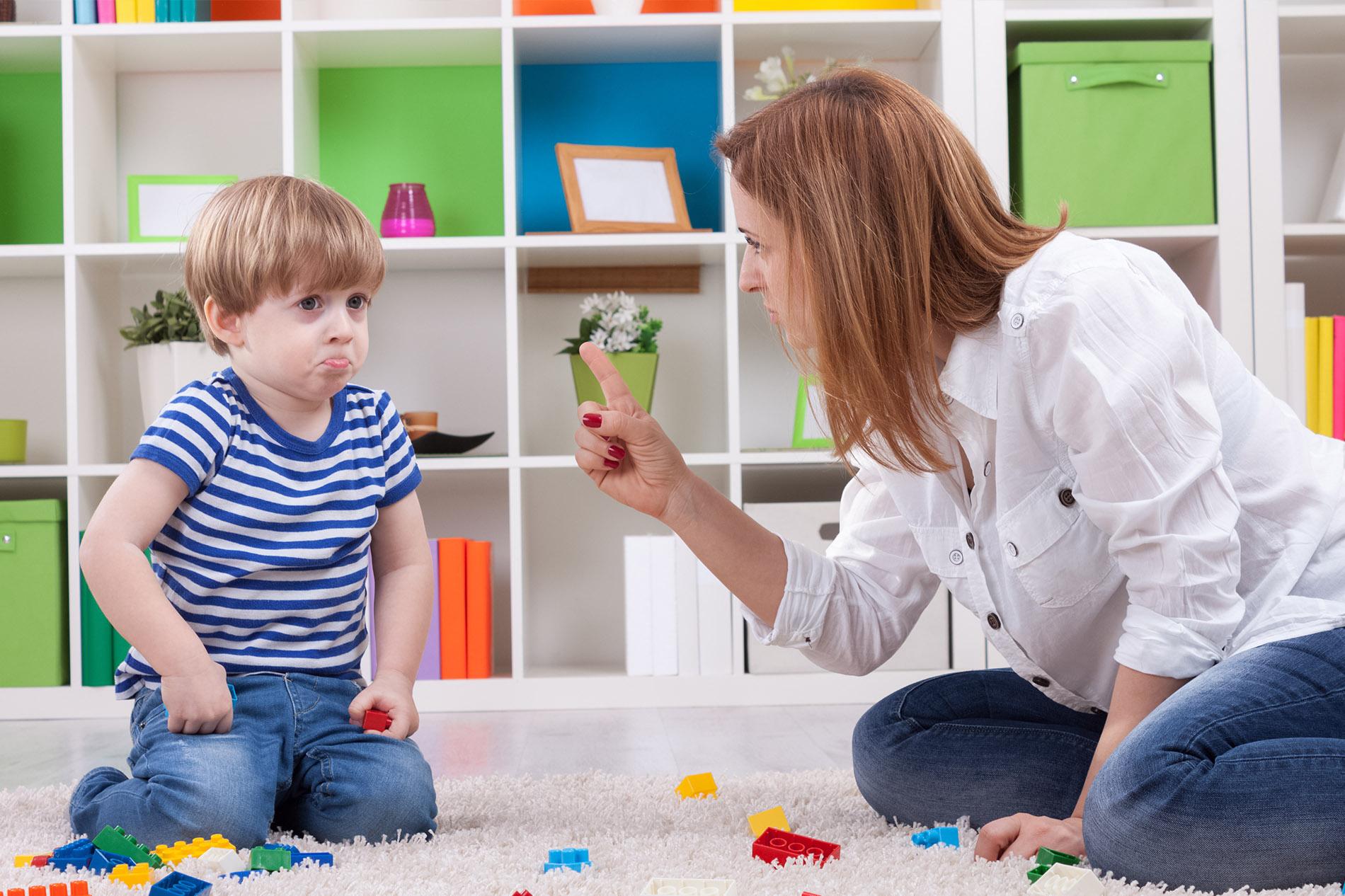 أساليب خاطئة في تربية الأطفال.. تعرفي عليها