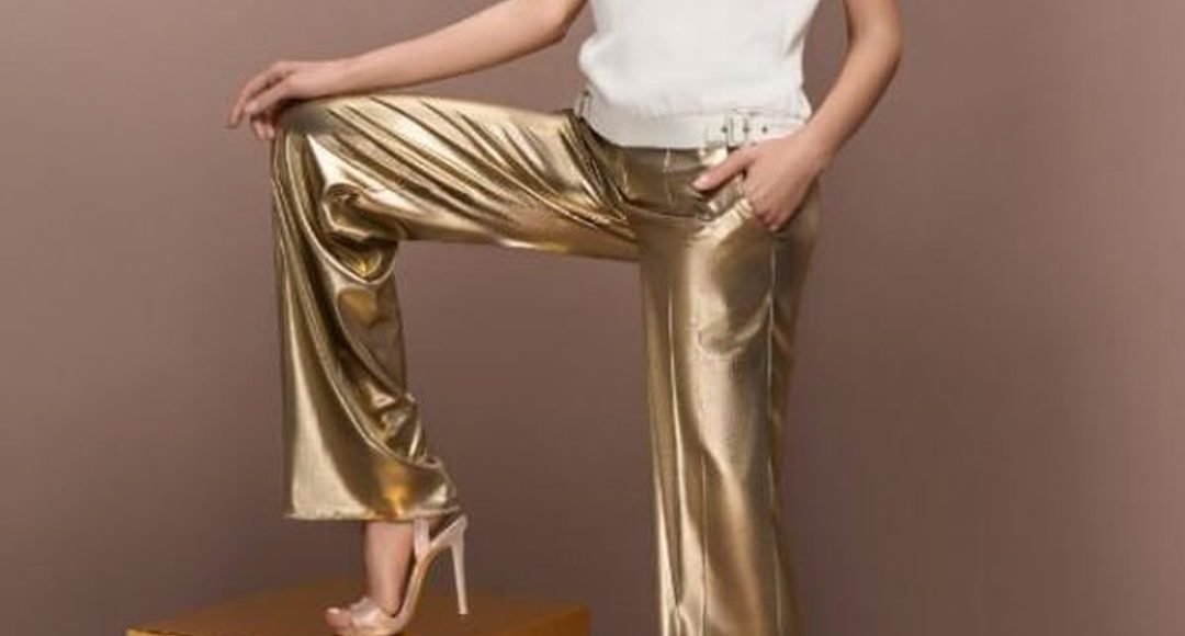 بنطلون من اللون الذهبي