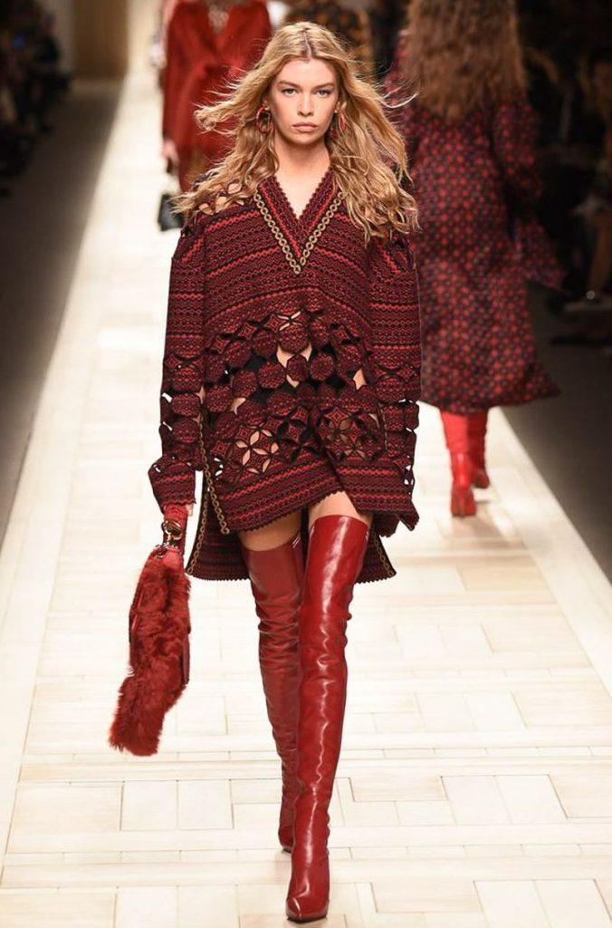 الكنزة-الحمراء-الفضفاضة-من-فندي