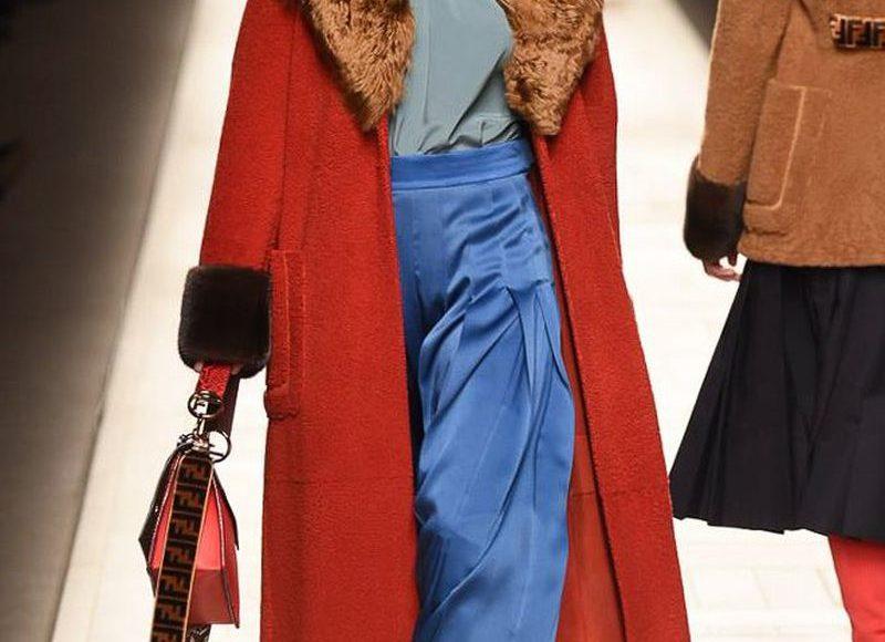 المعطف الاحمر الفرو من فندى