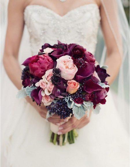 باقة بألوان ثيم الزفاف