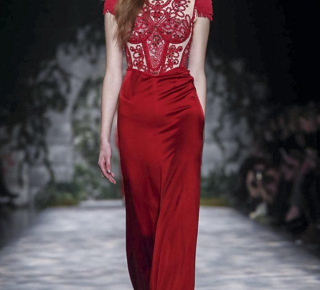 الفستان الدانتيل من جيني بيكهام