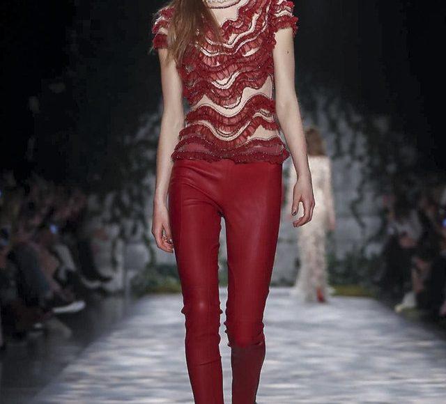البدلة الحمراء من جيني بيكهام