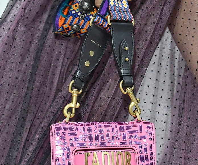 صور من حقائب يد من اسبوع الموضة في باريس