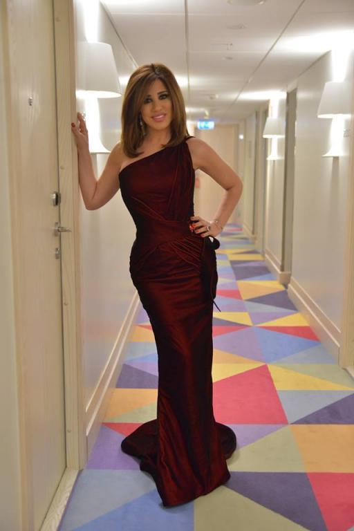 صورة-فستان-نجوى-كرم-باللون-الوردي- (11)