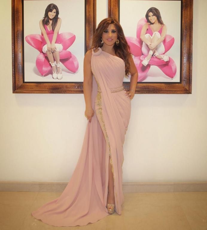 صورة-فستان-نجوى-كرم-باللون-الوردي- (20)