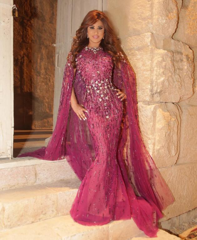 صورة-فستان-نجوى-كرم-باللون-الوردي- (22)