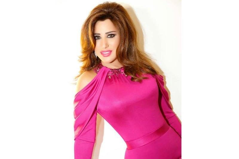 صورة-فستان-نجوى-كرم-باللون-الوردي- (6)