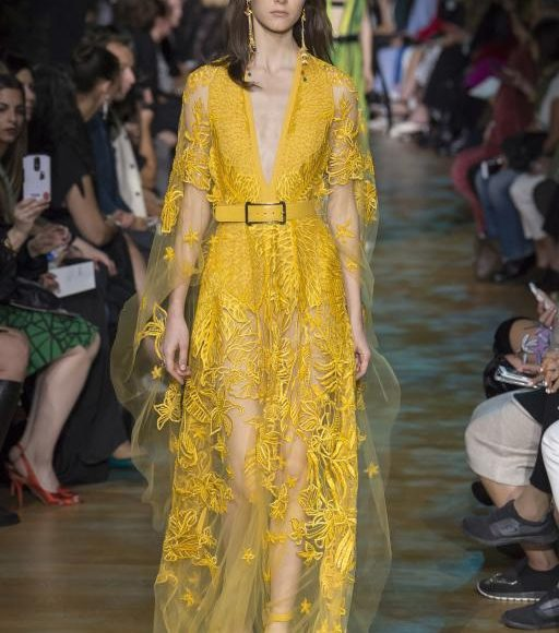 فستان خطوبة اصفر من ايلي صعب