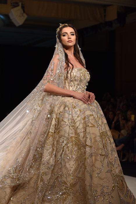 فستان-ذهبي-من-لابورجوازي