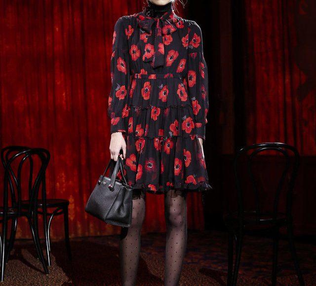 فستان احمر في اسود من كيت سبيد