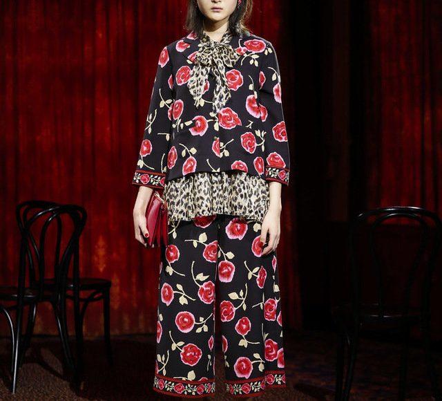 الفستان الاحمر بنقوش الزهور من كيت سبيد