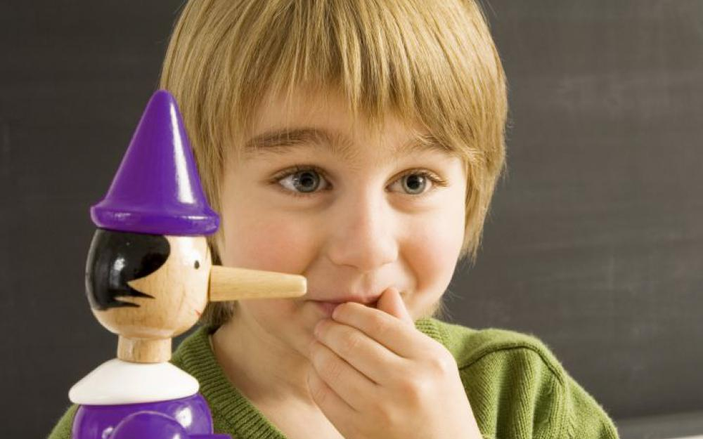 كيفية التعامل مع الطفل كثير الكذب