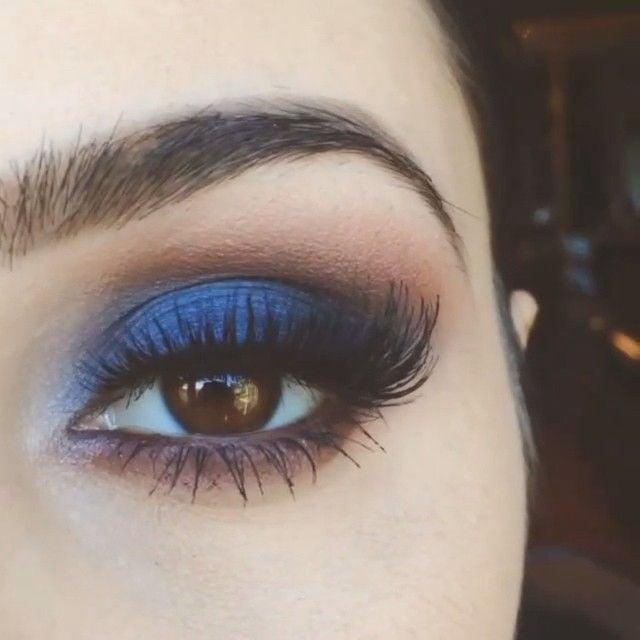 ظلال عيون زرقاء