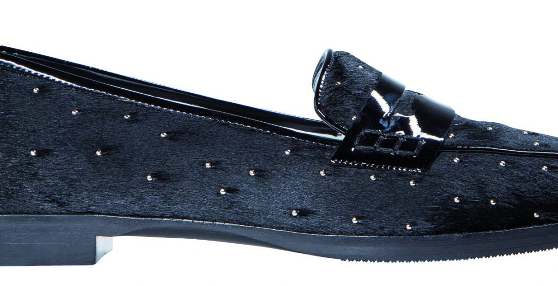 تصميم حذاء اسود