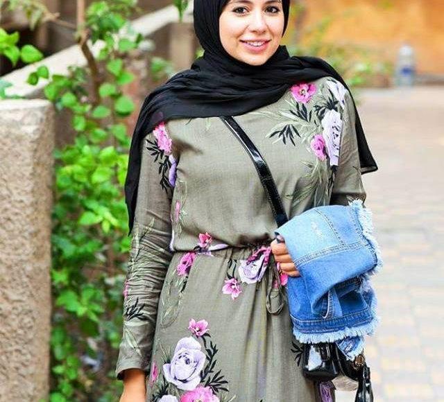 تصميم فستان محجبات مطبع بالورود