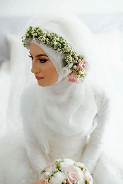 حجاب-الزفاف-مع-طوق-الورود