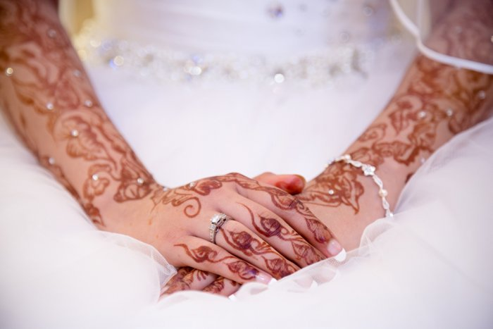 نقش حناء لعروس جذابة