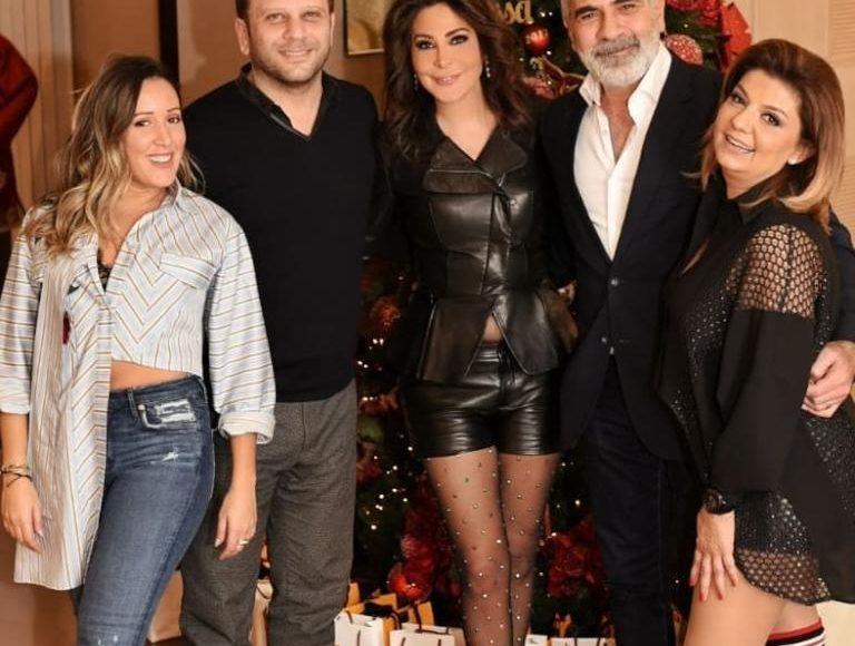 إليسا مع عائلتها واصدقائها