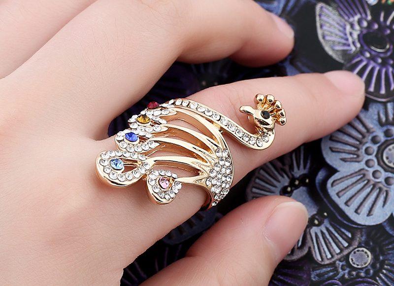 خاتم بالكريستال على شكل الطاووس