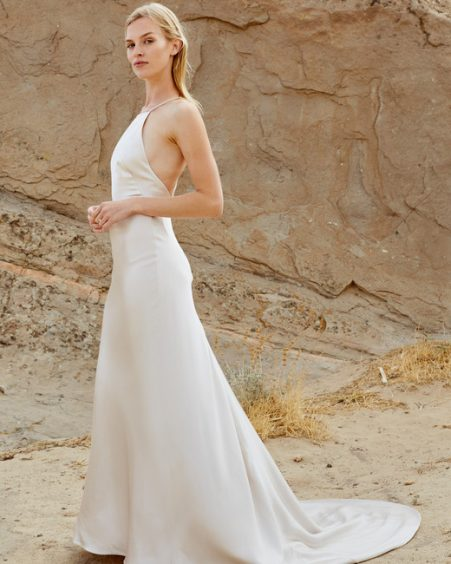 فستان زفاف بذيل طويل