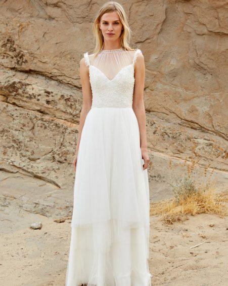 فستان زفاف بقصة طويلة