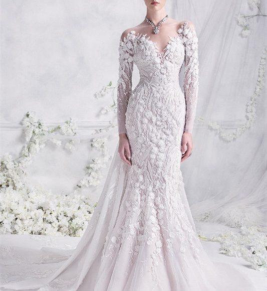 فستان زفاف منقوش بالورود
